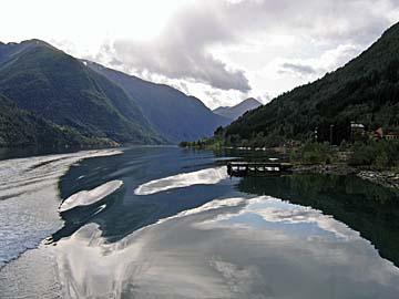 [fjord wake]