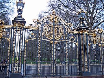 [buckingham gate]