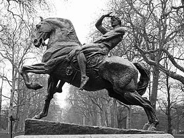[horse statue]