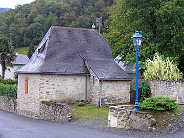 [stone house]