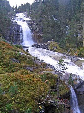 [long waterfall]